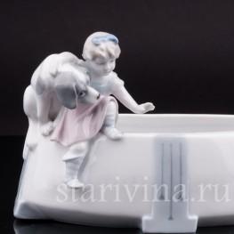 Фарфоровая фигурка Девочка с собакой, вазочка, Metzler & Ortloff, Германия, нач. 20 в.